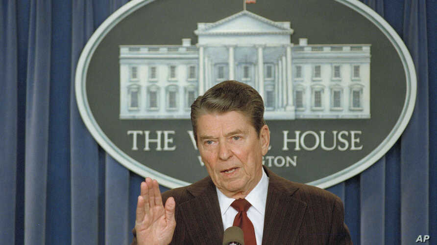 """U.S. President Ronald Reagan tells reporters that """"I'M not taking any more questions,"""" during a news conference in the White House briefing room, Nov. 25, 1986. The news conference was on the mounting controversy over his decision to sell arms to Ira"""