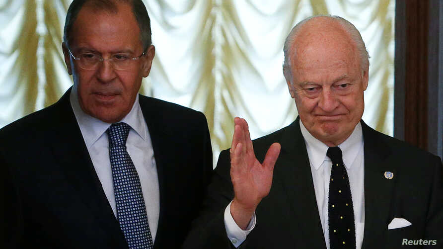 Russian Foreign Minister Sergei Lavrov (L) and United Nations special envoy on Syria Staffan de Mistura enter a hall during a meeting in Moscow, Russia, May 3, 2016.