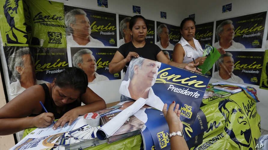 Volunteers campaign for Lenin Moreno, the presidential candidate, representing the ruling party Alliance PAIS, in Guayaquil, Ecuador, March 29, 2017.