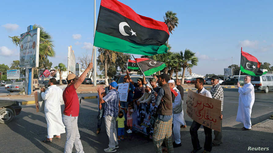 Protesters demonstrate against the U.N. draft agreement for a political settlement between the parallel governments in Libya, in Benghazi, Sept. 18, 2015. (Reuters)