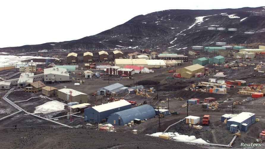 """FILE PHOTO: General view of McMurdo Station operated by the United States on Antarctica. The station is the biggest """"settlement"""" on Antarctica, providing home for more then a thousand people. Picture taken Jan. 1 2000."""