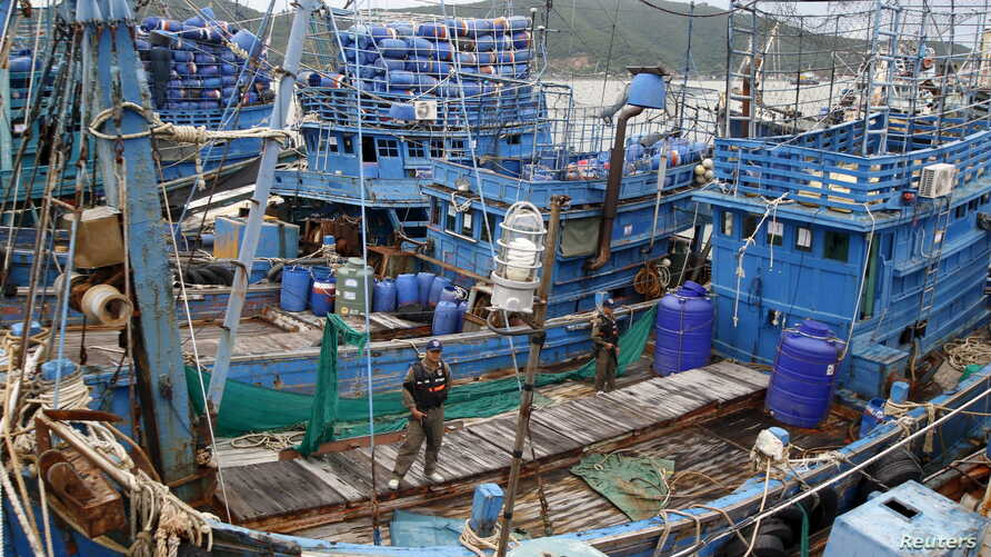 Police officers stand on a fishing boat during a police inspection at the pier of Songkhla, south Thailand Dec. 23, 2015. Thailand said seafood exports to the United States, Europe and Australia have not been hit by reports of slavery and forced labo