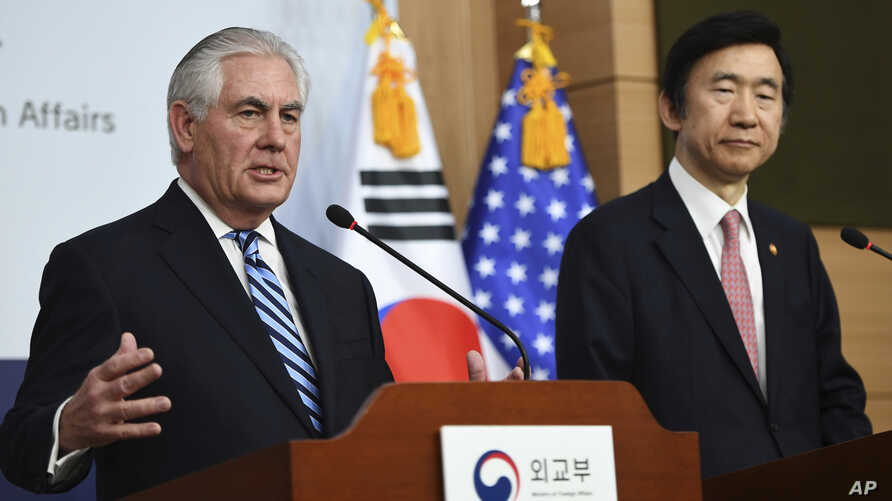 US Secretary of State Rex Tillerson, left, speaks as South Korean Foreign Minister Yun Byung-se looks on during a press conference in Seoul, March 17, 2017.