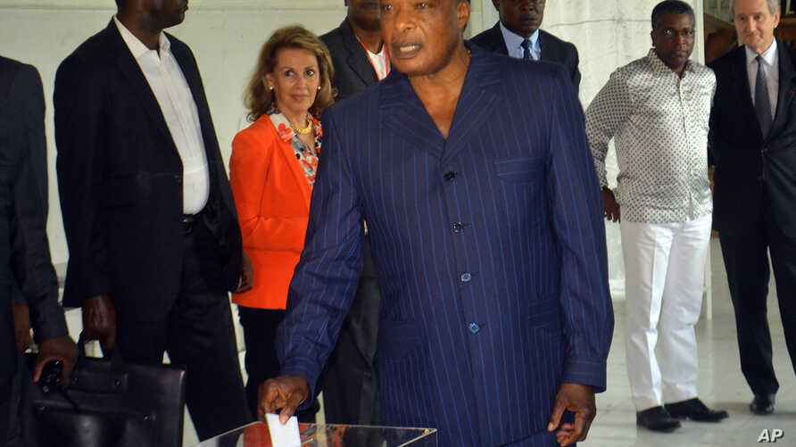 Congo incumbent President Denis Sassou N'Guesso casts his ballot, at a polling station, in Brazzaville, Congo, March 20, 2016.