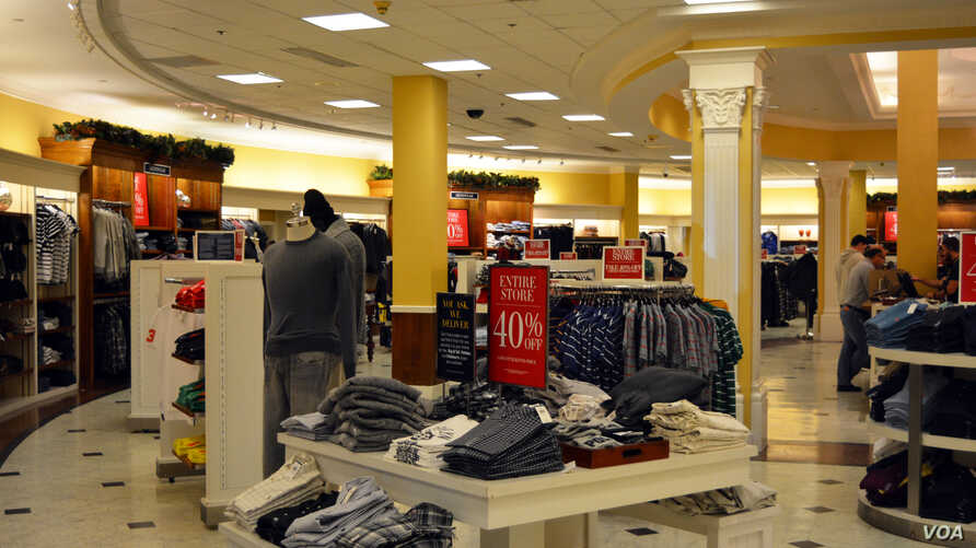 Holiday sales: customers shop at a Polo Ralph Lauren store in Virginia. (Photo by Diaa Bekheet)
