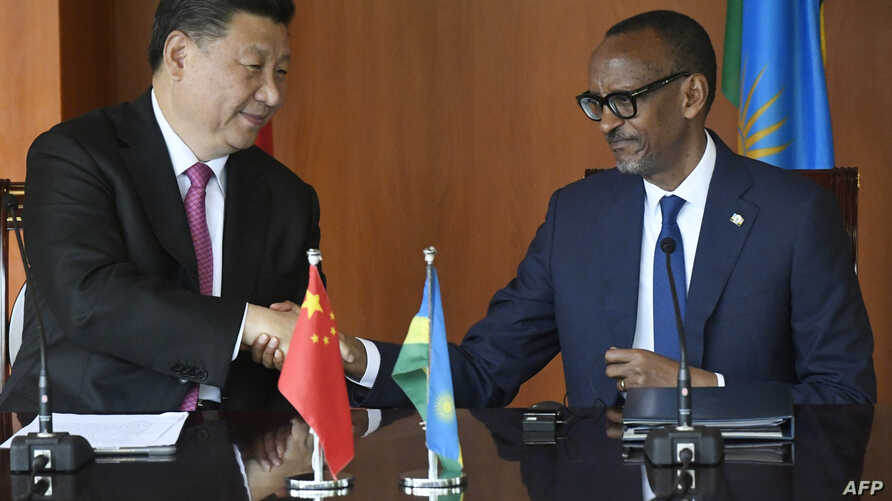 Chinese President Xi Jinping (L) and Rwandan President Paul Kagame attend a media briefing at the Urugwiru State house in Kigali on July 23, 2018 in Rwanda.