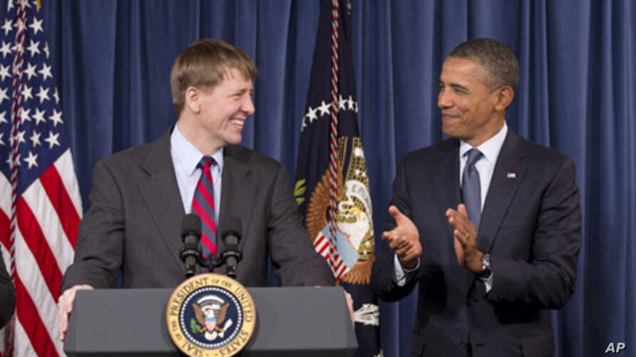 President Barack Obama (r) and the new director of the Consumer Financial Protection Bureau, Richard Cordray, Jan. 6, 2012