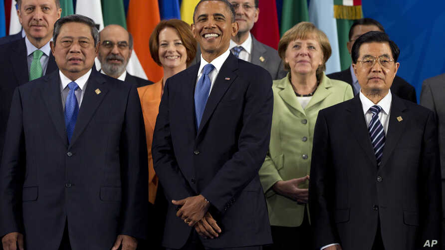 President Barack Obama takes his place with other leaders for the Family Photo during the G20 Summit, Monday, June 18, 2012, in Los Cabos, Mexico.