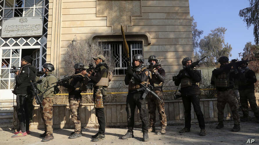 Iraqi special forces advance inside Mosul University during fighting against Islamic State militants in the eastern side of Mosul, Iraq, Jan. 14, 2017.