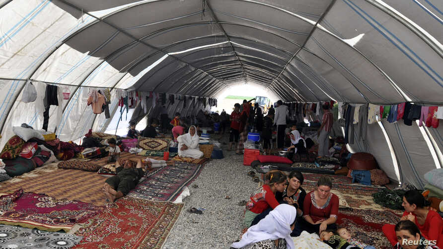 Displaced people from the minority Yazidi sect, fleeing violence in Iraq, take refuge in the southeastern Turkish town of Silopi, near the Turkish-Iraqi border crossing of Habur, August 12, 2014. Thousands of Iraqis, most of them ethnic minority Yazi