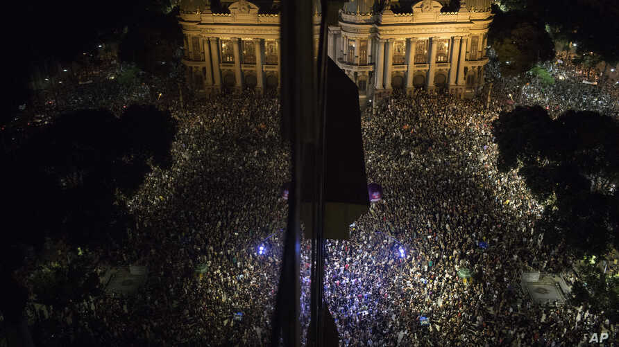 Thousands gather in front the Municipal Theater in downtown Rio de Janeiro, during a protest against the death of councilwoman Marielle Franco, who was gunned down the night before by two unidentified attackers in Rio de Janeiro, Brazil, March 15, 20