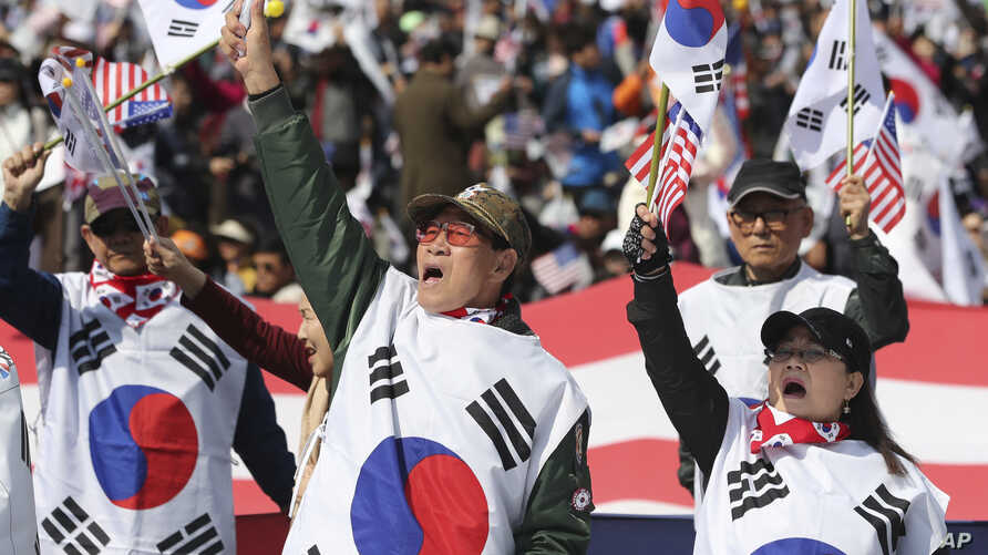 Supporters of former President Park Geun-hye shout slogans during a rally in Seoul, South Korea, April 1, 2017, seeking her release from jail.