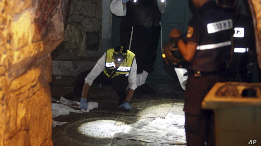Israeli forensics experts inspect the scene of an attack in Jerusalem's Old City, Oct. 3, 2015.