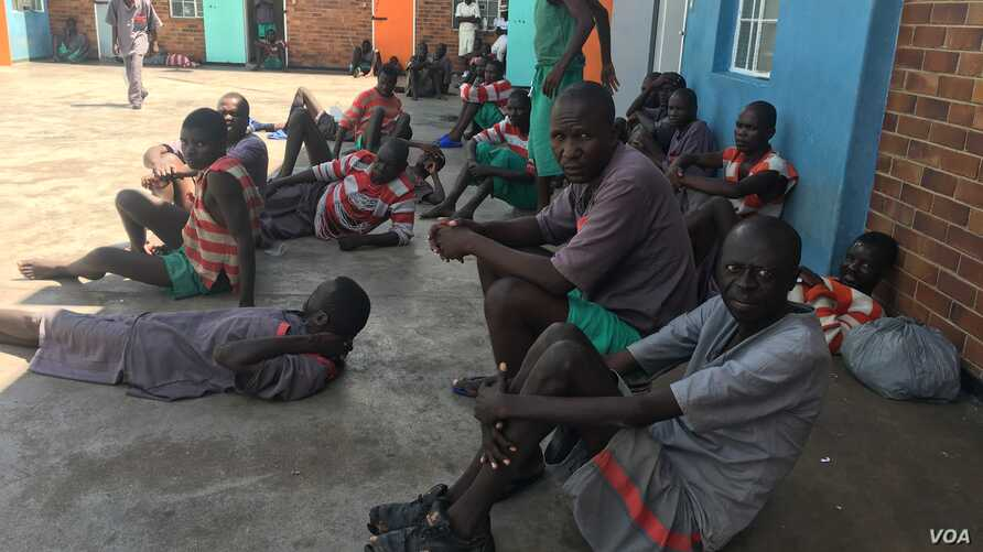 Inmates are shown at the newly rehabilitated Mlondolozi Prison in Zimbabwe, March 2017. (S. Mhofu/VOA)