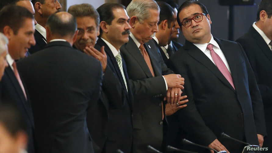 FILE - Veracruz governor Javier Duarte (R) attends the XXXVIII Session of the National Council of Public Security at the National Palace in Mexico City, Aug. 21, 2015.