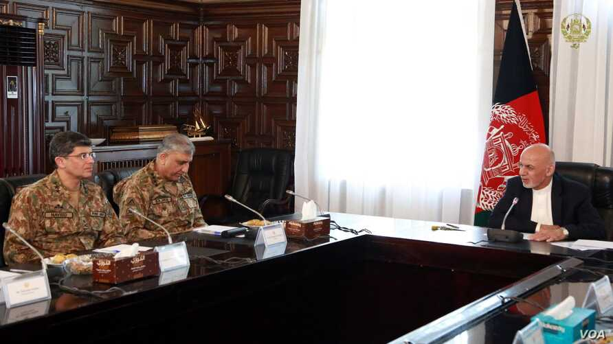 Pakistan Army chief General Qamar Javed Bajwa, accompanied by his spy chief (Left), held talks with Afghan President Ashraf Ghani in Kabul on Oct. 1, 2017. Courtesy Afghan Presidential Palace)