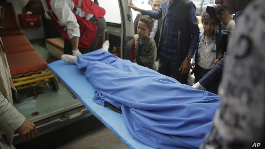 Yemenis carry the body of a girl who was killed in an explosion, at a hospital in Sanaa, Yemen, April 7, 2019.