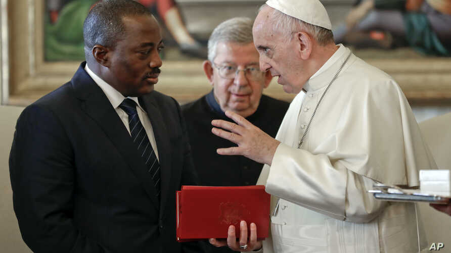 Pope Francis talks with Congo President Joseph Kabila during a private audience in the pontiff's studio, at the Vatican, Sept. 26, 2016.