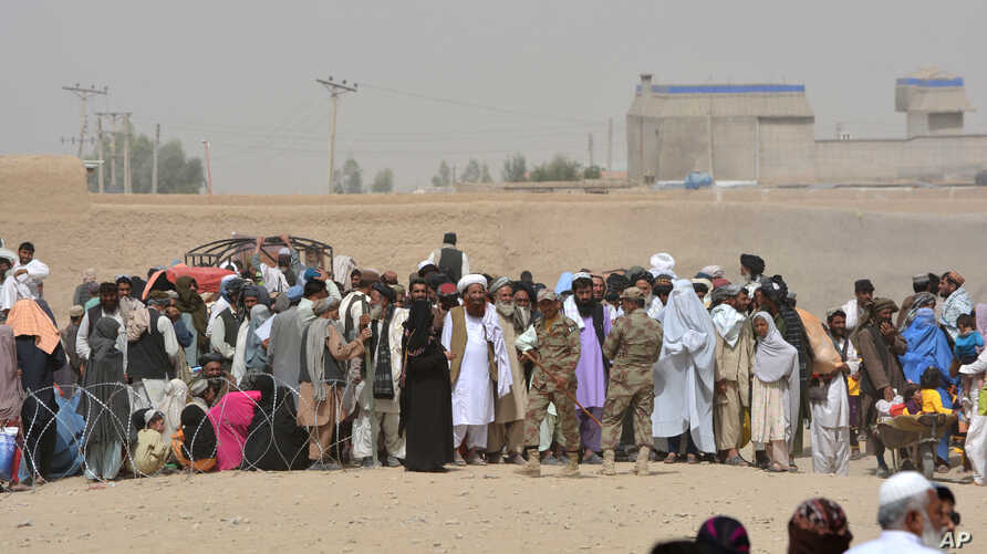 People en route to Afghanistan wait at the Pakistani border post, Chaman, Wednesday, Aug. 31, 2016.