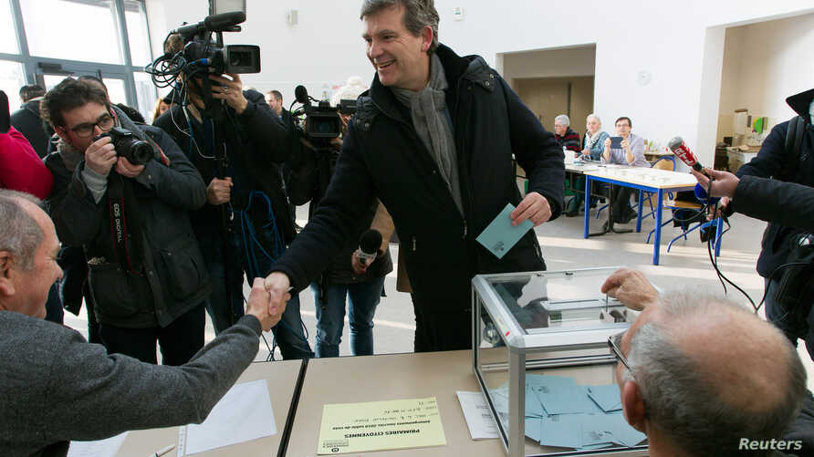 Former French minister and candidate Arnaud Montebourg votes in the first round of the French left's presidential primary election in Montret, France, Jan.  22, 2017.