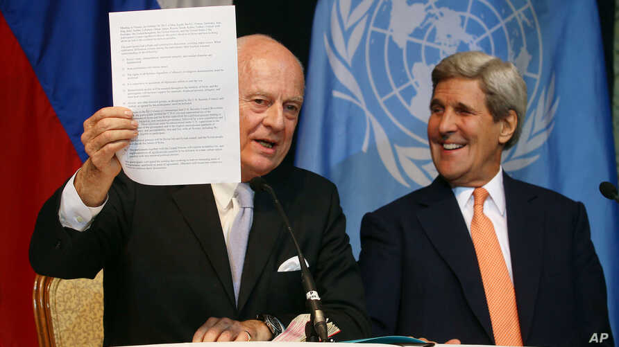 UN Special Envoy for Syria, Staffan de Mistura (l) with U.S. Secretary of State John Kerry, during a press conference after a meeting in Vienna, Austria, Oct 30, 2015.