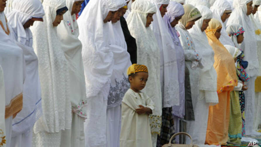 A Muslim boy prays during Eid al-Fitr prayer that marks the end of the holy fasting month of Ramadan in Jakarta, Indonesia, Aug. 30, 2011.