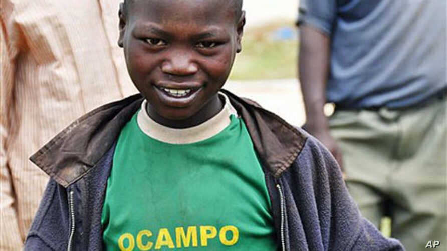 Young Kenyan wears shirt bearing name of ICC Prosecutor Luis Moreno-Ocampo in Angatta Barrioko, where there was post-election violence, April 2010 (file photo).