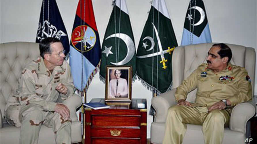 Chairman of the US Joint Chiefs of Staff Adm. Mike Mullen (l) listens to Pakistan's Chairman  of the Joint Chiefs of Staff Committee General Khalid Shameem Wynne during a meeting in Rawalpindi, Pakistan, April 20, 2011