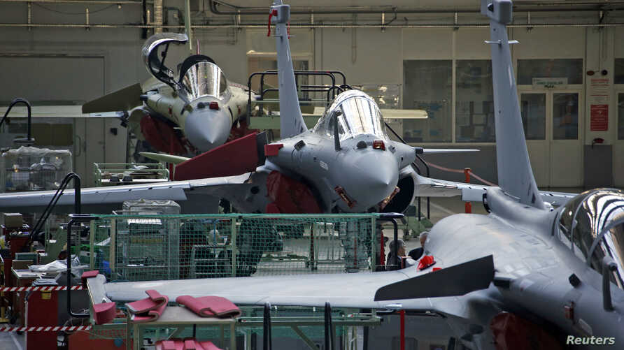 View of the assembly line of the Rafale fighter jet in the factory of French aircraft manufacturer Dassault Aviation in Merignac near Bordeaux, southwestern France, Jan. 10, 2014.