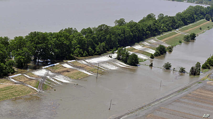 An aerial view of the areas along the levee that are topping over in Lake Providence , Louisiana, May 12, 2011