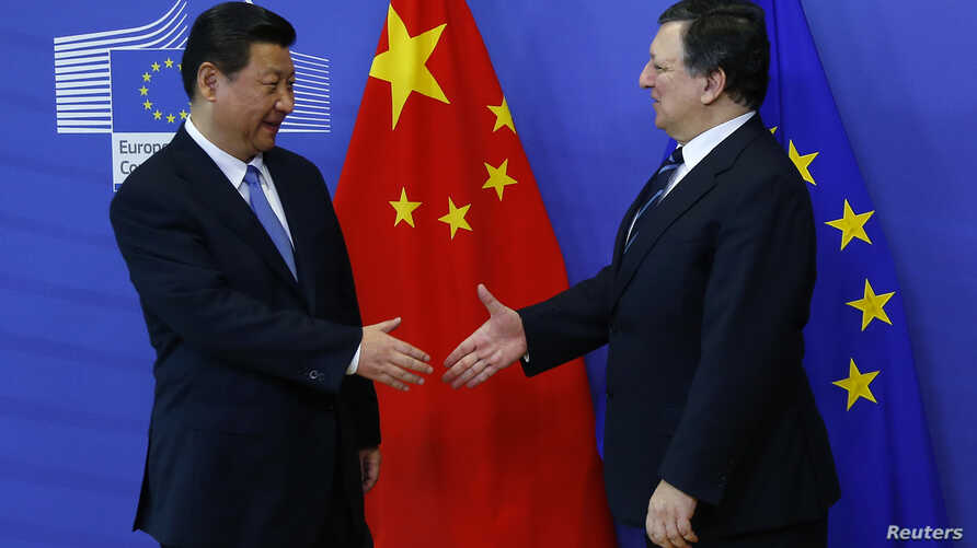 European Commission President Jose Manuel Barroso welcomes China's President Xi Jinping (L) at the EU Commission headquarters in Brussels, March 31, 2014.