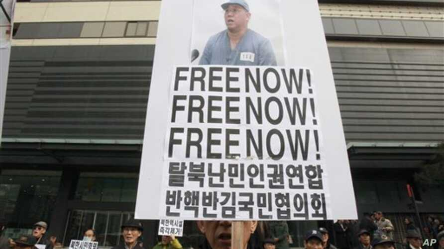 Protester holds portrait of American missionary Kenneth Bae during anti-North Korea rally in Seoul, South Korea, Feb. 16, 2014.