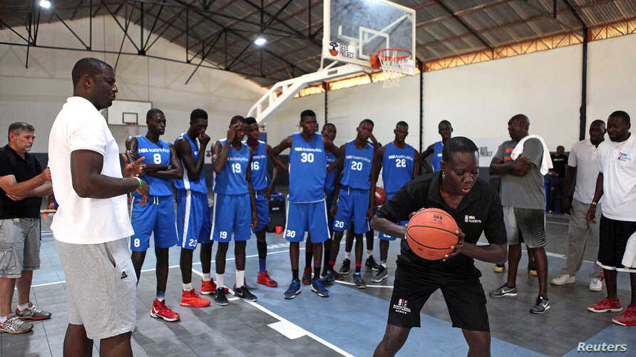 Olumide Oyedeji, a former NBA player, works with young players at the skills development station of the National Basketball Association's first training academy in in Thies, east of Dakar, Senegal, May 2, 2017.