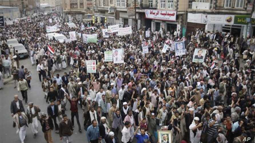 Thousands of protesters march during a demonstration demanding the prosecution of Yemen's President Ali Abdullah Saleh in Sana'a,  Nov. 24, 2011.