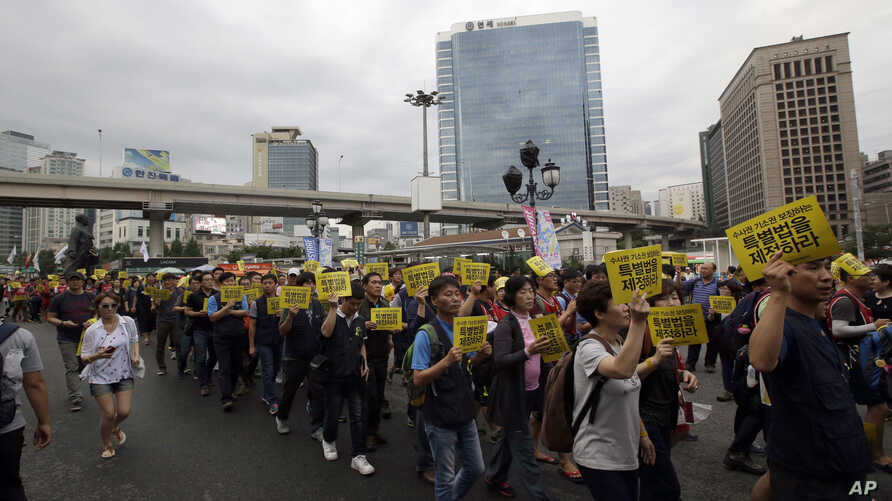 South Koreans march during a rally 100 days after the ferry Sewol sunk in Seoul, South Korea, July 24, 2014.