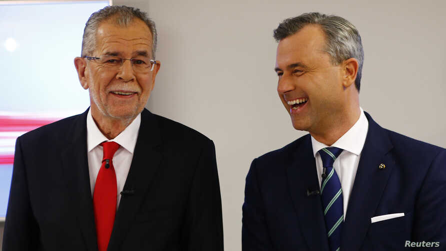 Austrian presidential candidates Alexander Van der Bellen (left), who is running as an independent, and Norbert Hofer, who represents the far-right, pose for photographers before a TV debate in Vienna, Austria, Dec. 1, 2016.