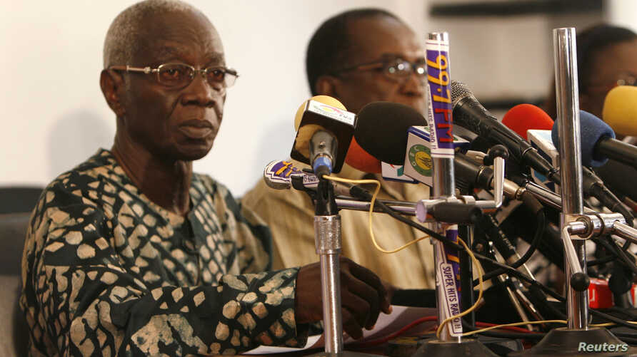 Electoral Commission Chairman Kwadwo Afari-Gyan gives the presidential election results at the electoral commission in Accra January 3, 2009.