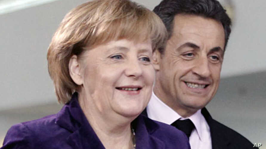 French President Nicolas Sarkozy (R) and German Chancellor Angela Merkel arrive for a news conference following their talks at the Chancellery in Berlin January 9, 2012