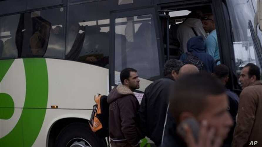 Palestinians laborers board a Palestinian-only bus on route to the West Bank after working in the Tel Aviv, March 4, 2013.