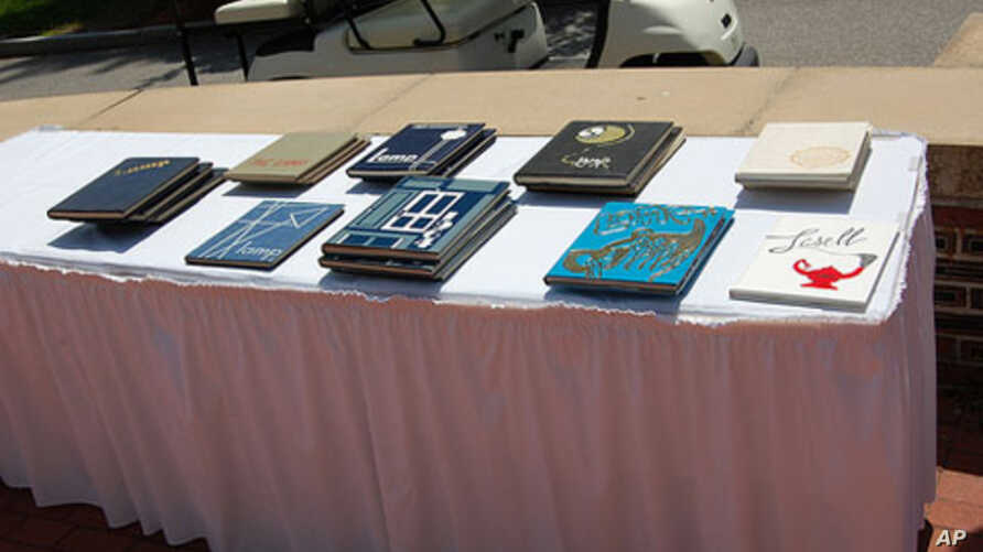 Just a third of U.S. colleges now put out yearbooks.