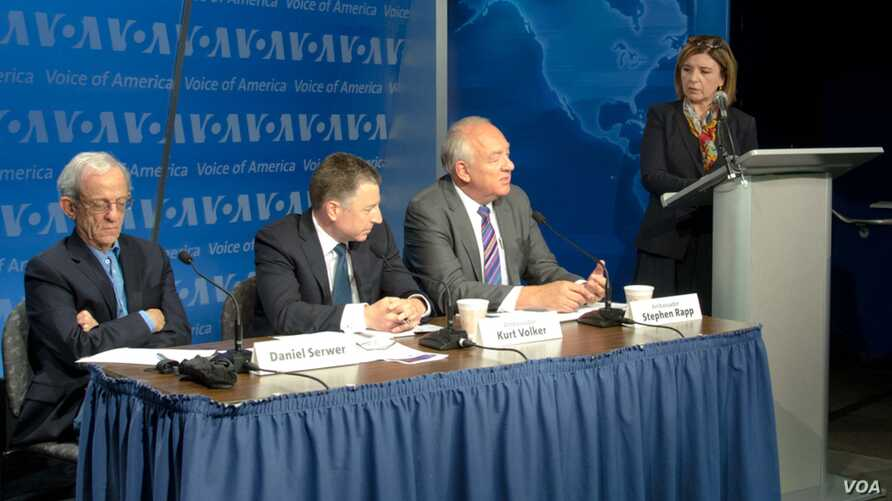 Ambassador Stephen Rapp, Kurt Volker and Daniel Serwer participate at a panel discussion on the Srebrenica massacre in Washington hosted by VOA, July 8, 2015.