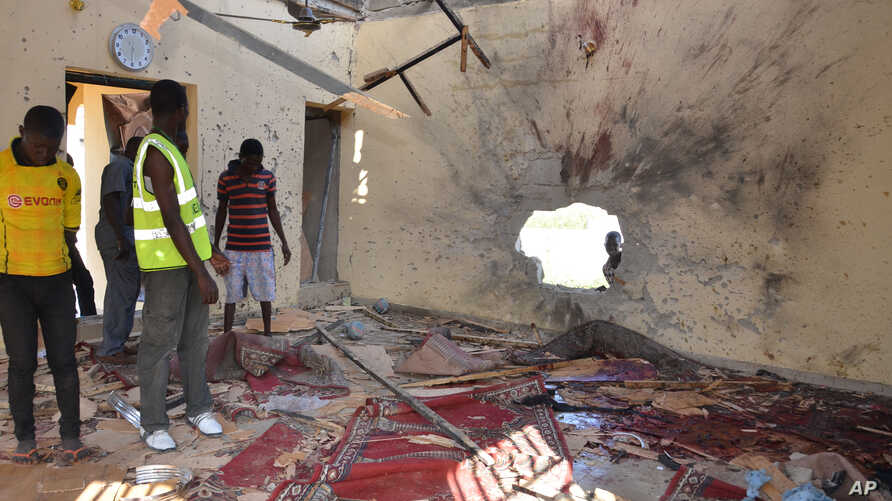 People inspect a damaged mosque following an explosion in Maiduguri, Nigeria, Oct. 23, 2015. Boko Haram is suspected to be behind bombing.