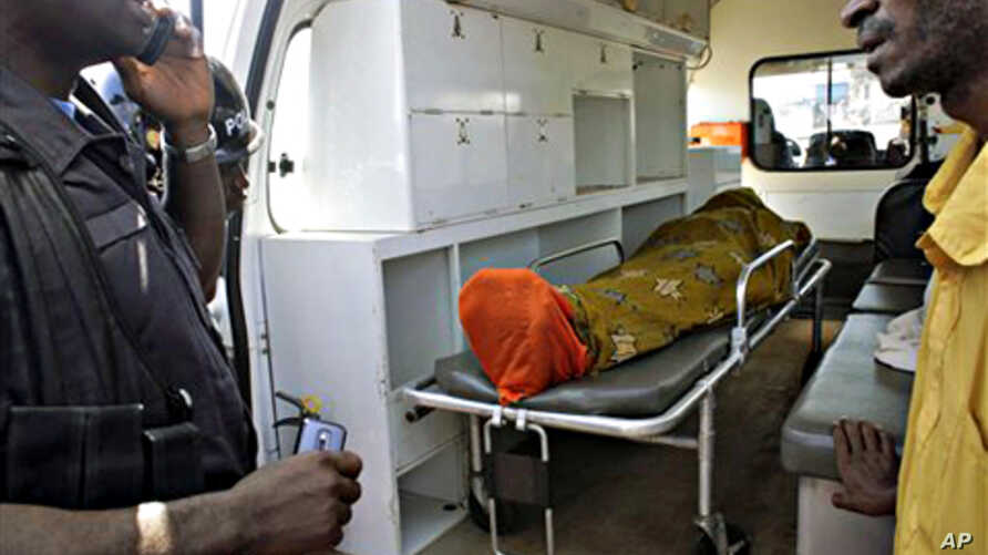 The body of Abdulai Bah, 20, allegedly shot by Guinean soldiers, lays in an ambulance in the mostly Peul suburb of Bambeto in Conakry, Guinea, 17 Nov. 2010