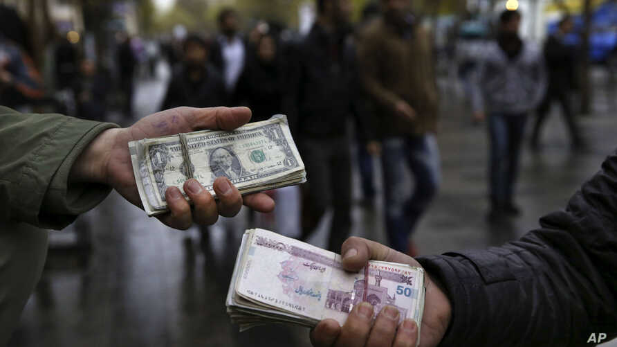 Iranian street money exchangers show currencies at Tehran's old main bazaar, Iran, Nov. 25, 2014.