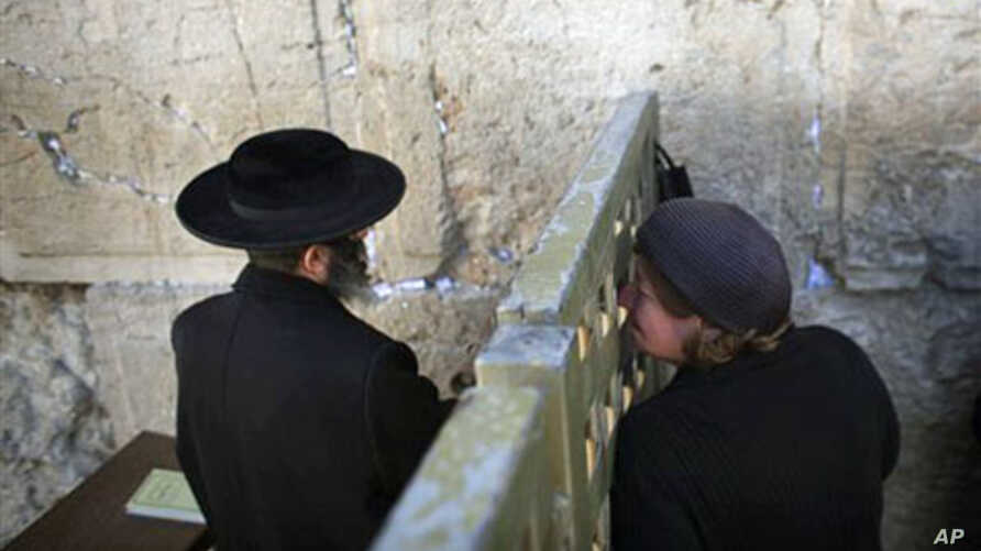 Rabbi Decries Western Wall Security Cameras | Voice of