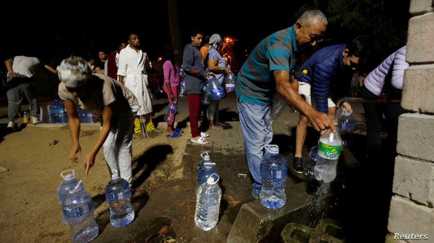 People line up to collect water from a spring in the Newlands suburb as fears over the city's water crisis grow in Cape Town, South Africa, Jan. 25, 2018.