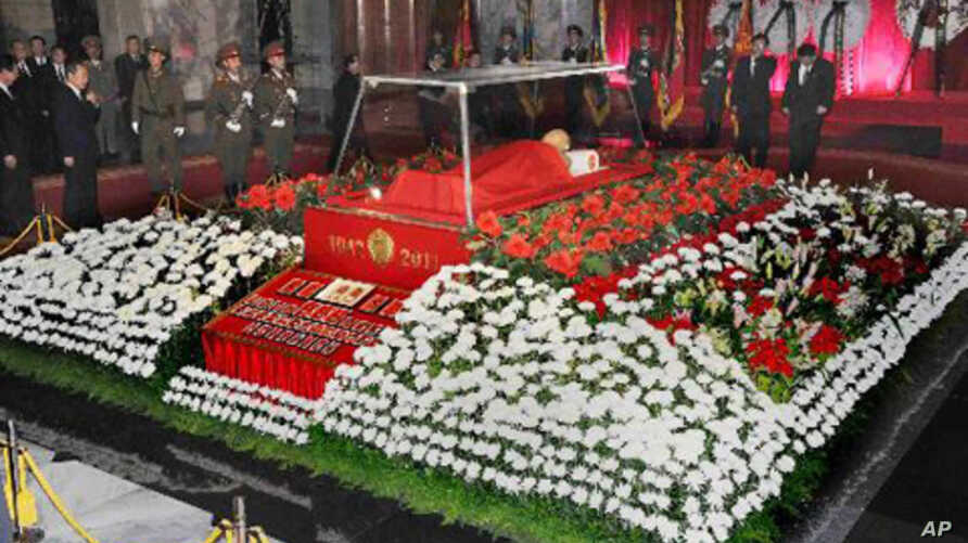 The body of North Korean leader Kim Jong-il lies in state at the Kumsusan Memorial Palace in Pyongyang, December 20, 2011.