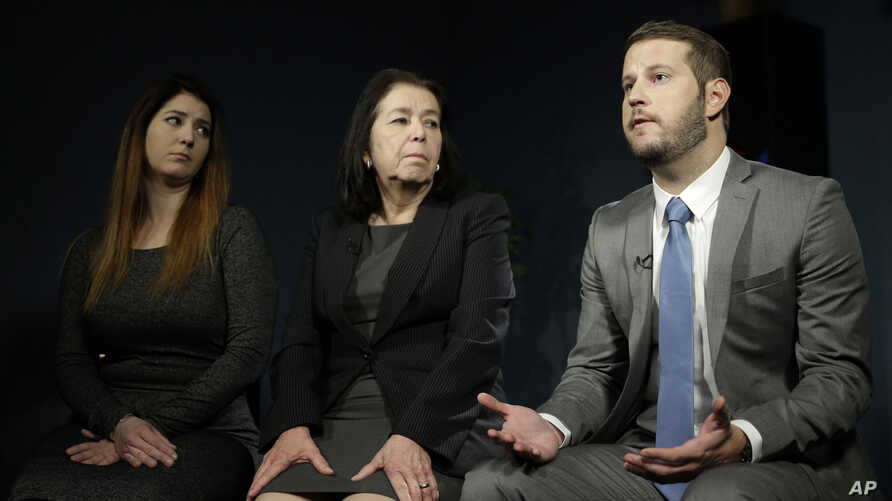 Christine Levinson (center) wife of Robert Levinson, and her children, Dan and Samantha Levinson, talk to reporters in New York, Jan. 18, 2016.