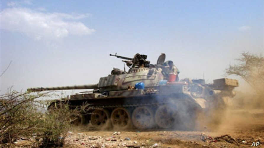 A Yemeni army tank moves to take a position in Saada, north of Sanaa, during clashes with Houthi rebels, 11 Feb 2010