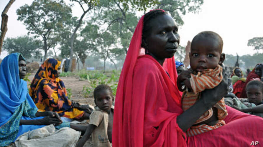 Refugees wait for food aid to be distributed near the volatile border with the north, in Yida refugee camp in South Sudan, November 16, 2011.